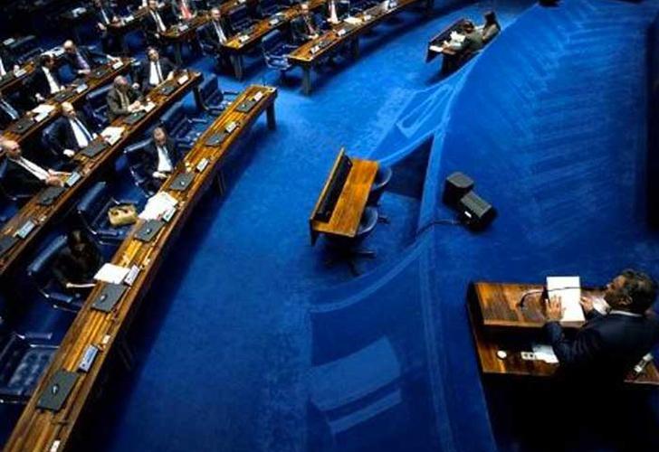 Suspenden la sesión por la reforma laboral