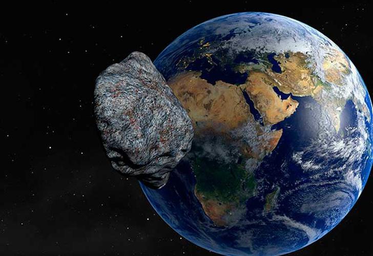 Un enorme asteroide pasa entre la Tierra y la Luna