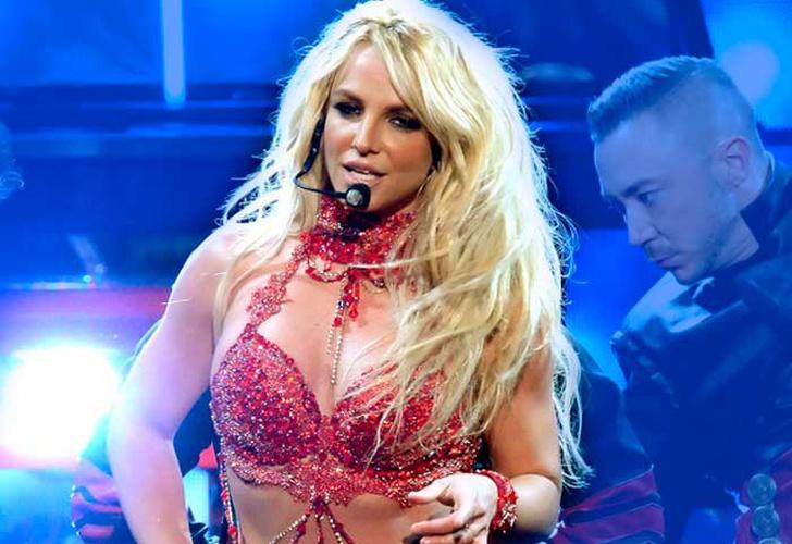 Le hacen el feo a Britney Spears en el Super Bowl