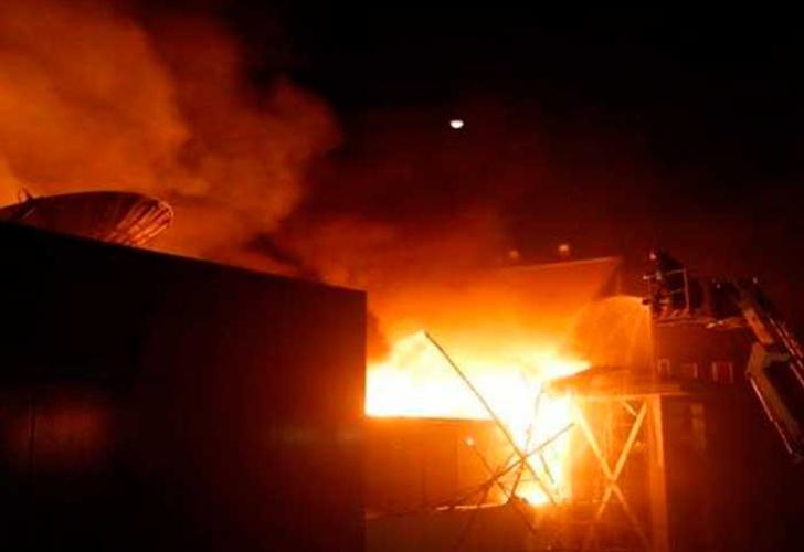 Al menos 14 muertos por incendio en centro comercial indio