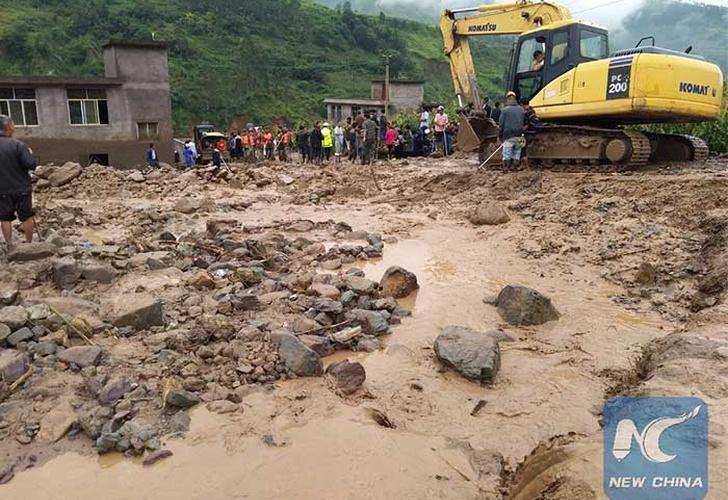 Suman 24 muertos por inundación repentina en suroeste de China