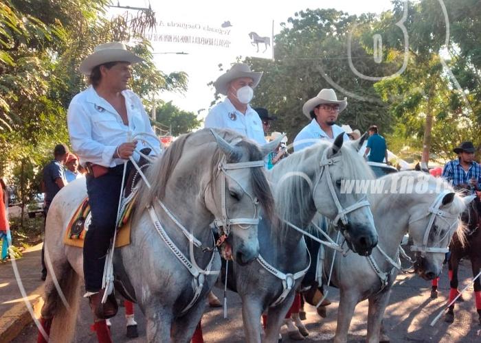 nicaragua, tipitapa, familias, desfile hipico,