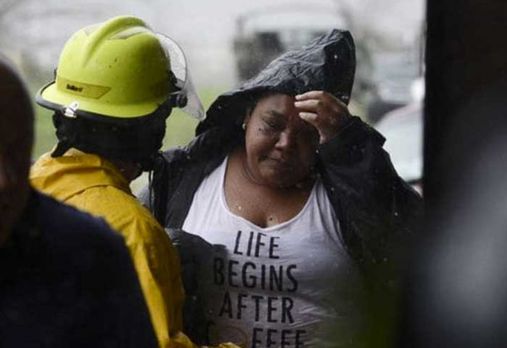 Huracán María se acerca a Dominicana tras dejar a oscuras Puerto Rico