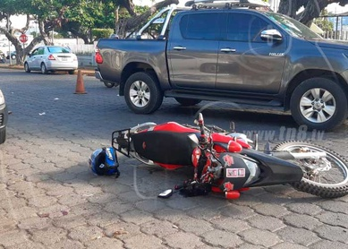 No guardar distancia provoca accidente en Plaza España, Managua