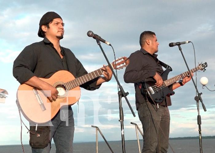 nicaragua, managua, puerto salvador allende, 87 aniversario de sandino, serenata,
