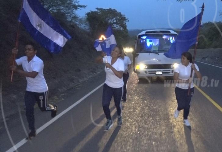 nicaragua,estudiantes de esteli, recorren, antorcha de la libertad, honor, respeto,