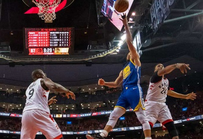 Warriors sobreviven y prolongan la Final ante Raptors