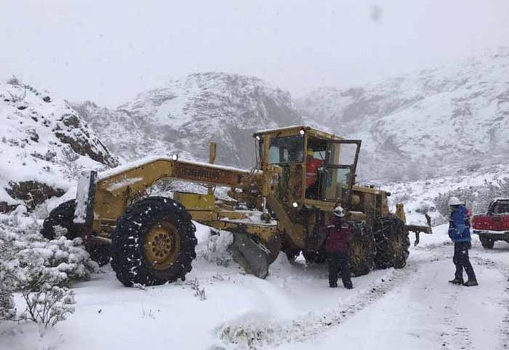Refugio de mineros atrapados está inundado y con lodo — Complejo panorama