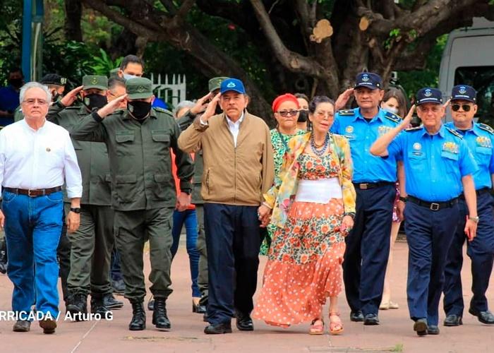 nicaragua, presidente, vicepresidenta, homenaje, ofrenda floral, general sandino,