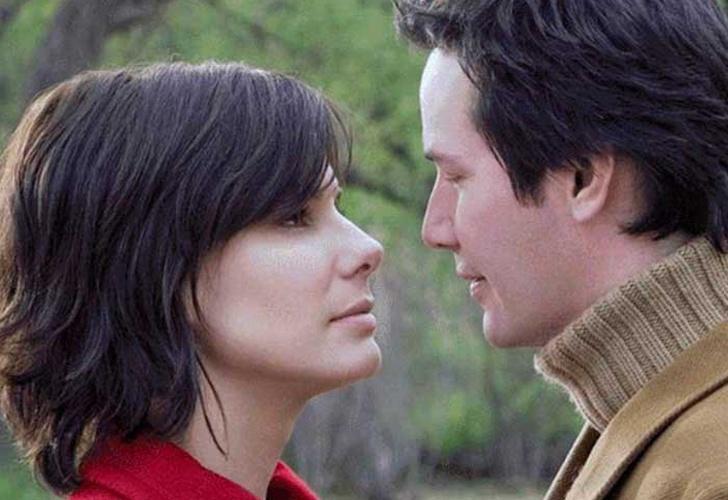 Sandra Bullock confesó que estaba enamorada de Keanu Reeves en