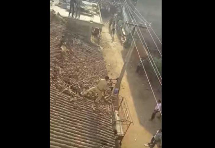 Saltó de techo perseguido por el ataque de un leopardo