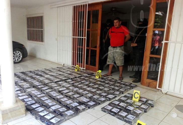 Nica y tico caen con 216 paquetes de coca