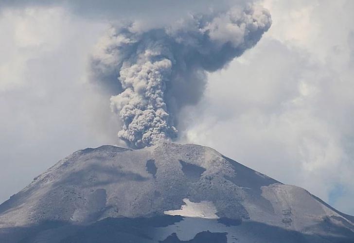 Explosión de energía y sismo en el volcán Chillán — Chile