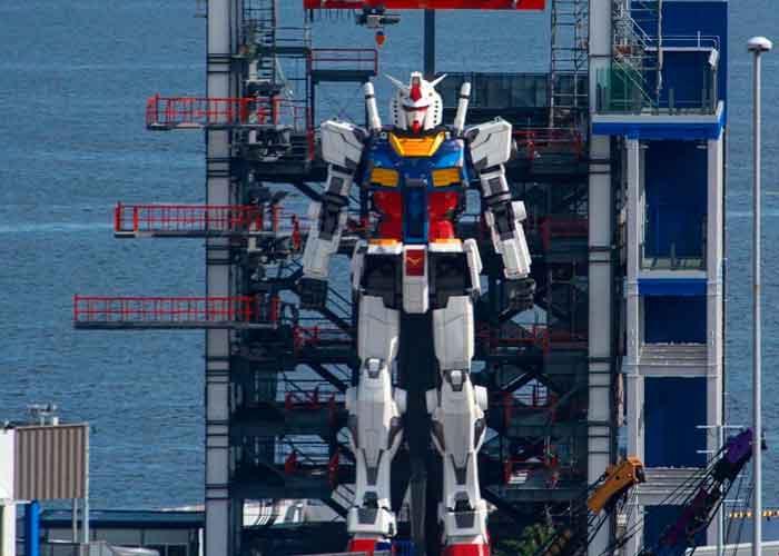 Terminan de construir réplica de 18 metros del robot