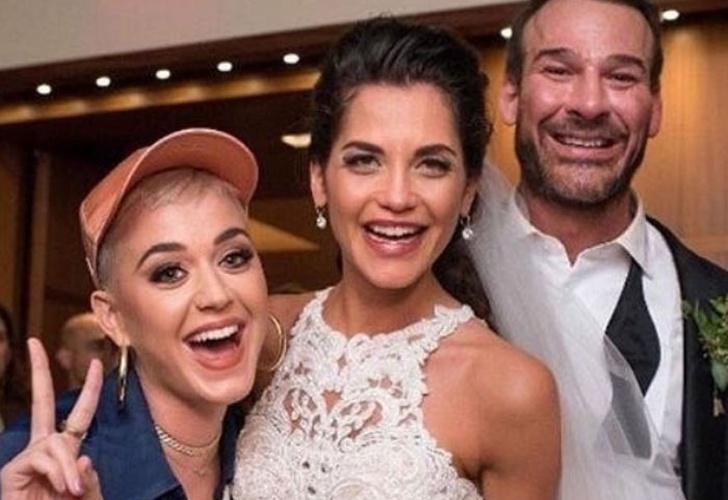 ¡Increible! Katy Perry llega a una boda y prende la fiesta