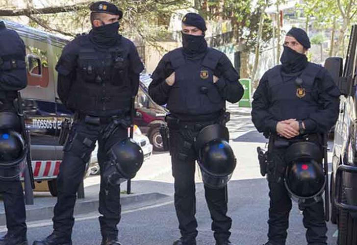 Un hombre ataca con un cuchillo a policía en Melilla