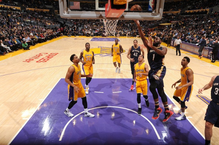 None-Williams lidera a los Lakers en triunfo sobre Pelicans