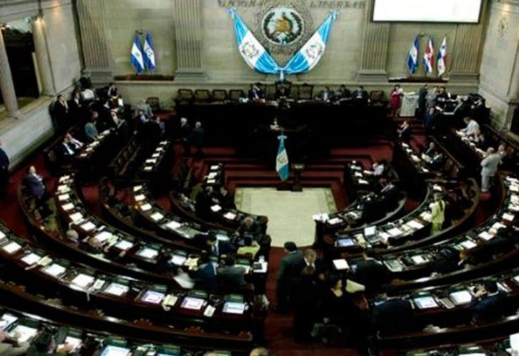 Congresos de Guatemala y El Salvador prohíben matrimonio de menores de edad