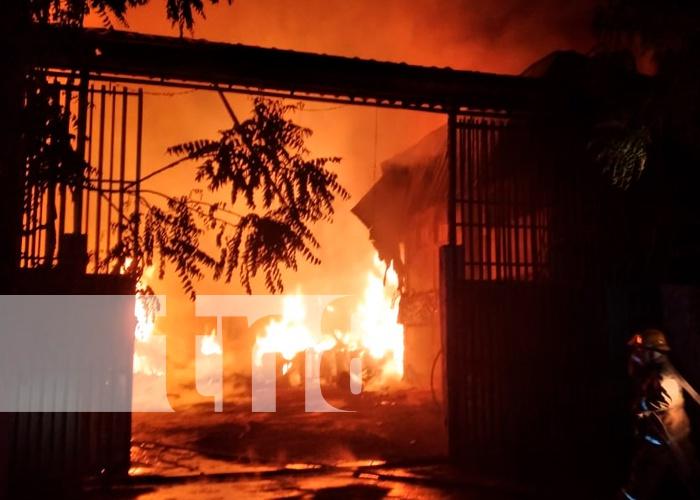 nicaragua, tipitapa, incendio, bomberos, fabrica de colchones,