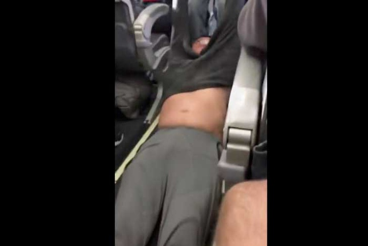 avion, vuelo, pasajero, expulsado, chino, united, chicago, video, facebook, indignacion,