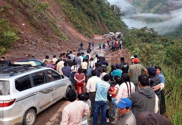 Deslizamiento en una carretera deja varios heridos en Bolivia