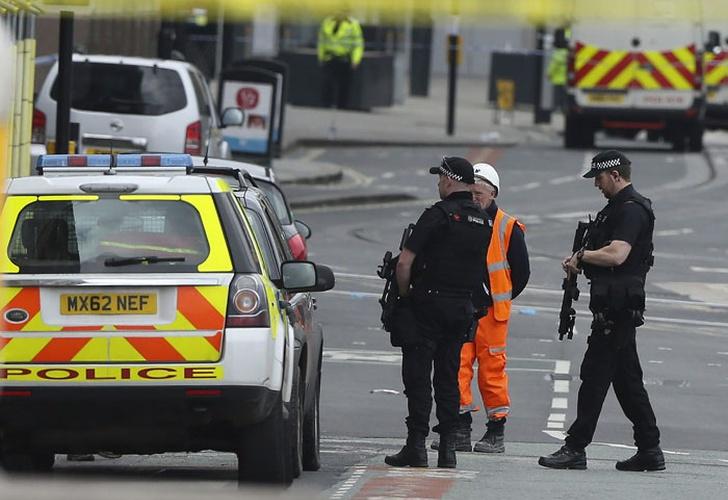 Rumores de que Ariana Grande pagaría funerales de víctimas de Manchester