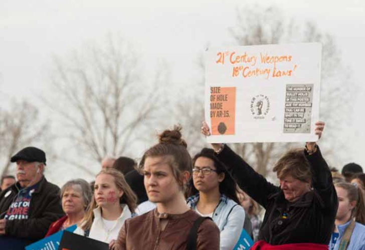 EEUU: Miles de estudiantes recuerdan aniversario de tiroteo en Columbine