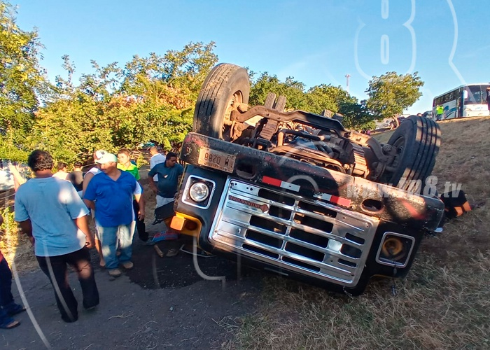 nicaragua, tipitapa, vuelco de bus, lesionados, policia,