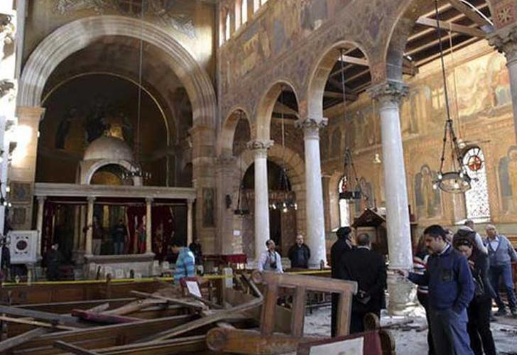 Suman 43 muertos por ataques a dos iglesias en Egipto