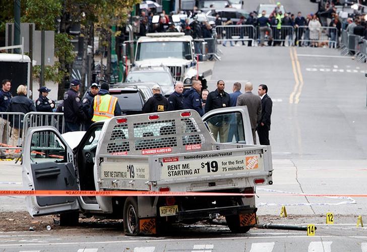 Conductor mata ocho personas, hiere 10 en