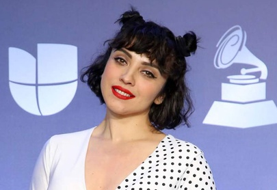 """No es marketing"", dice Mon Laferte sobre su toples en los Grammy"
