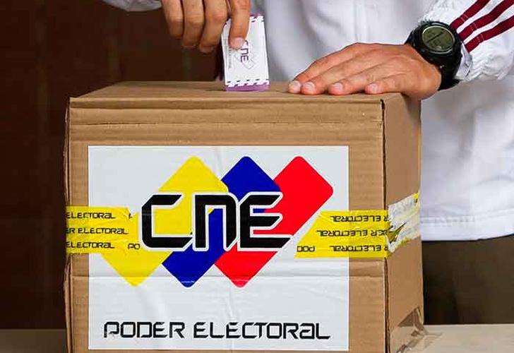 Maduro excluye de presidenciales a partidos que llaman a boicot