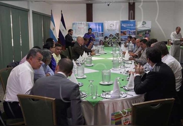 Nicaragua por afianzar producción láctea con apoyo de Argentina