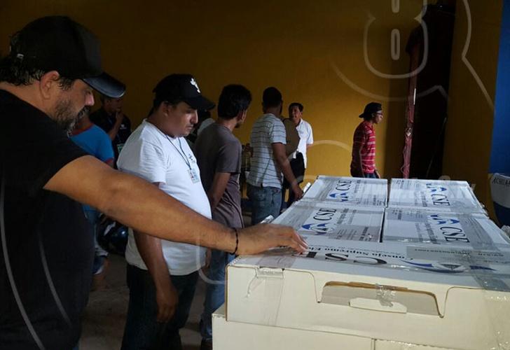 Llega material electoral a la región uno