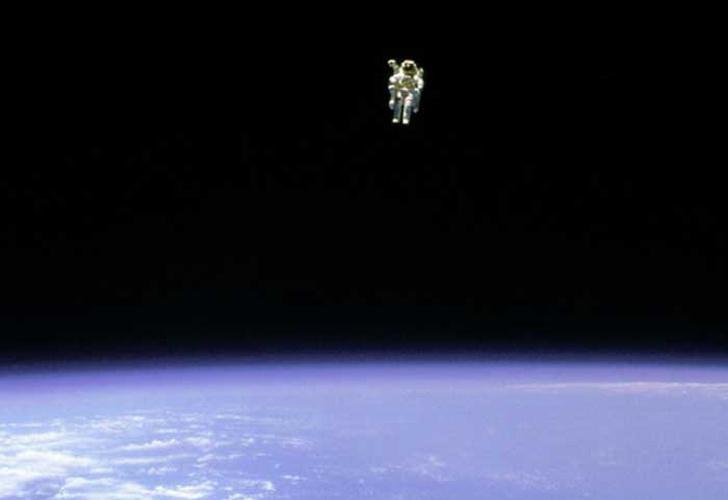 Muere el primer astronauta en flotar sin atadura en el espacio