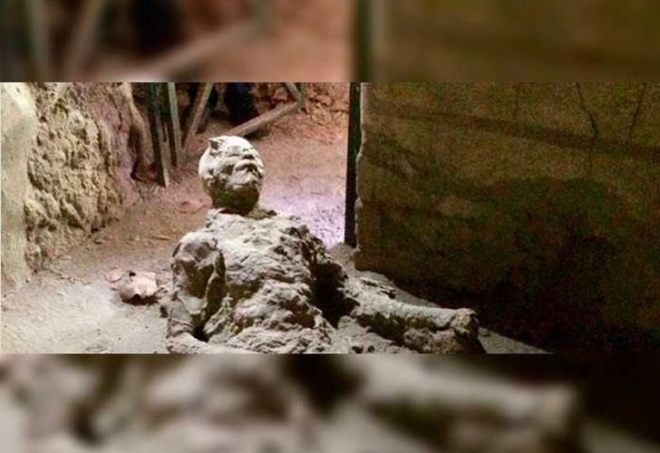 Se viraliza la extrañísima imagen de un hombre petrificado en Pompeya