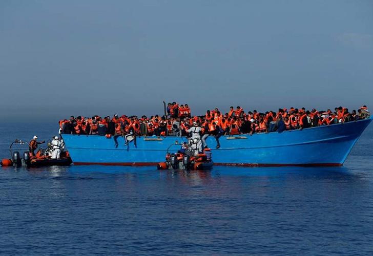 Docenas de niños inmigrantes rescatados en el Mediterráneo