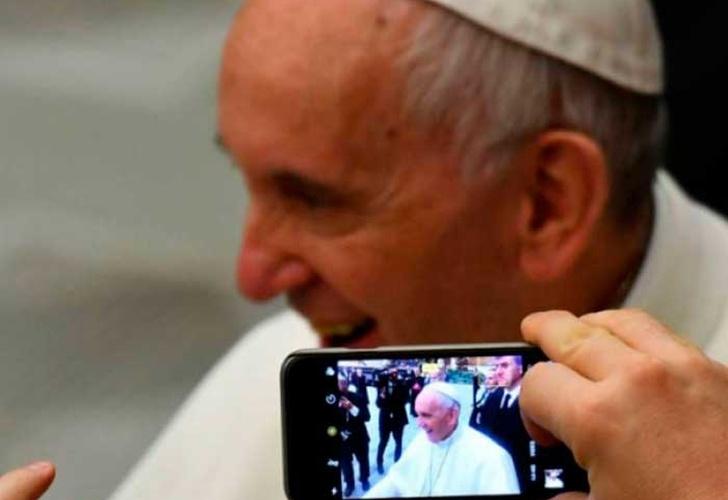 Cartes resalta papel de la Iglesia Católica en Paraguay