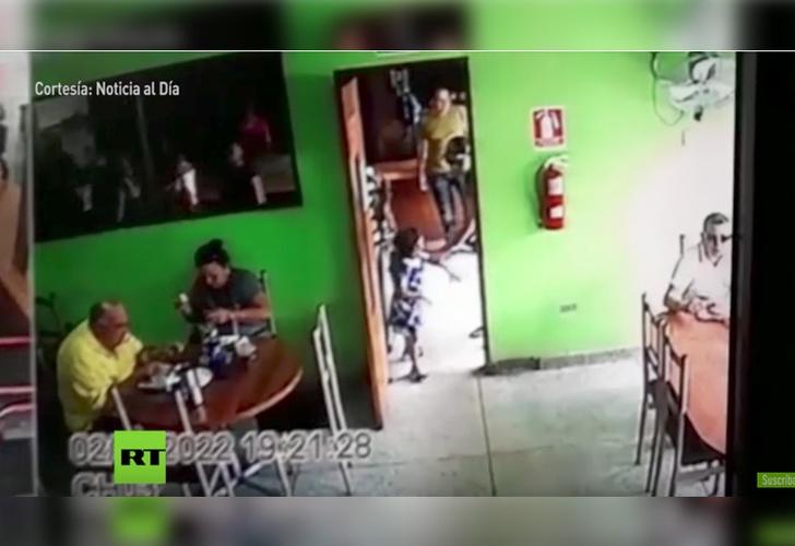 Sicario quitó a una niña para asesinar a su víctima — Escalofriante