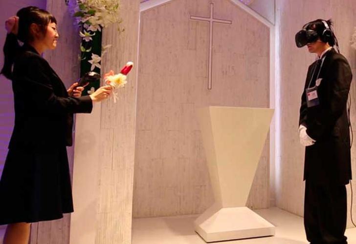 ¿Están locos? Los japoneses ahora se casan con sus parejas virtuales