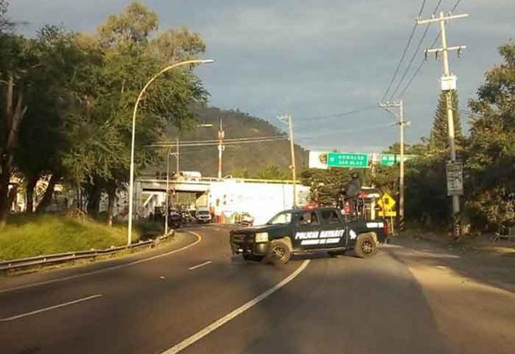 Encuentran cuerpos colgados en puente vehicular de Tepic