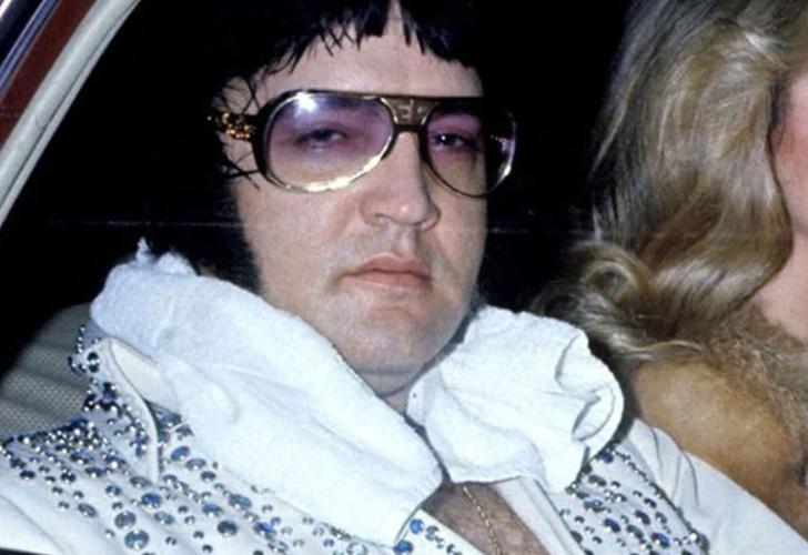 Resultado de imagen de michael cole bbc 1977 elvis