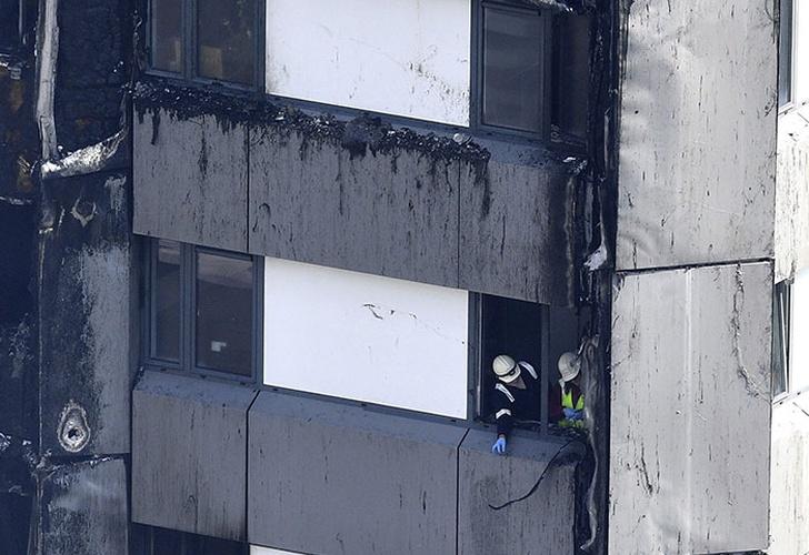 Ascienden a 30 los muertos por incendio en edificio residencial londinense