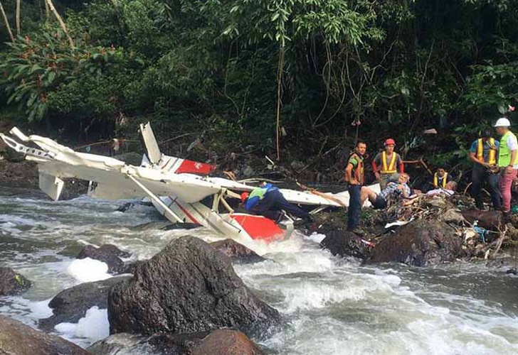 Mueren dos personas al caer avioneta en Costa Rica