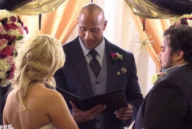 amigo, the rock, oficio boda, sorpresa, dwayne johnson,