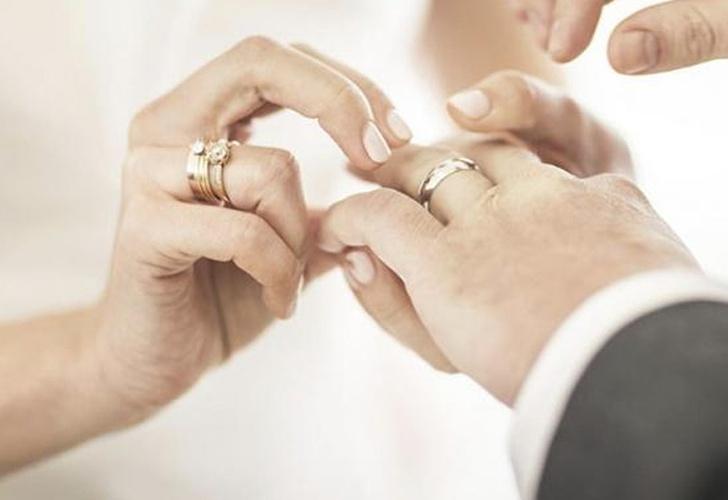 042444d7fce7 INCREÍBLE! Halla en una playa su anillo de boda perdido hace 14 años