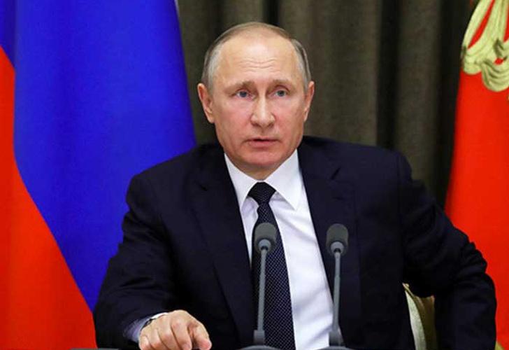 Putin demuestra sus habilidades en el piano ante líderes mundiales