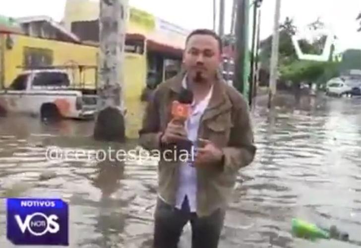 890ae187b Periodista de Vos TV se va en un hoyo en plena transmisión