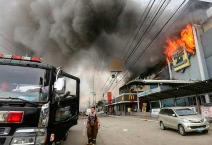Resultado de imagen para Al 37 personas muertas en incendio en centro comercial de siberia