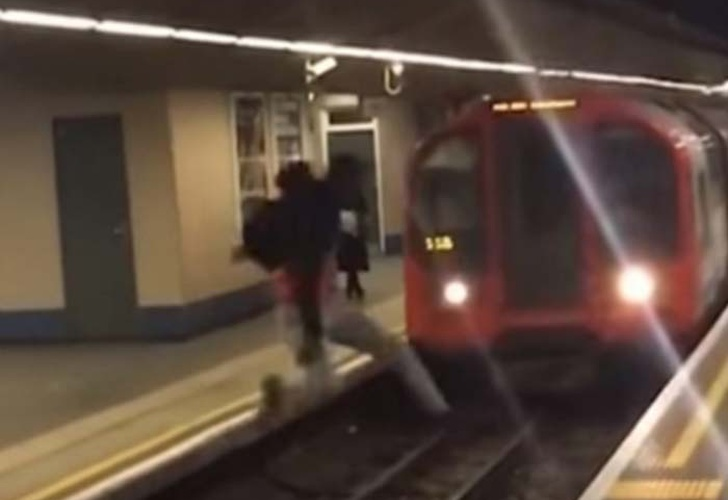 Joven salta delante de un tren en marcha: mira lo que sucedió